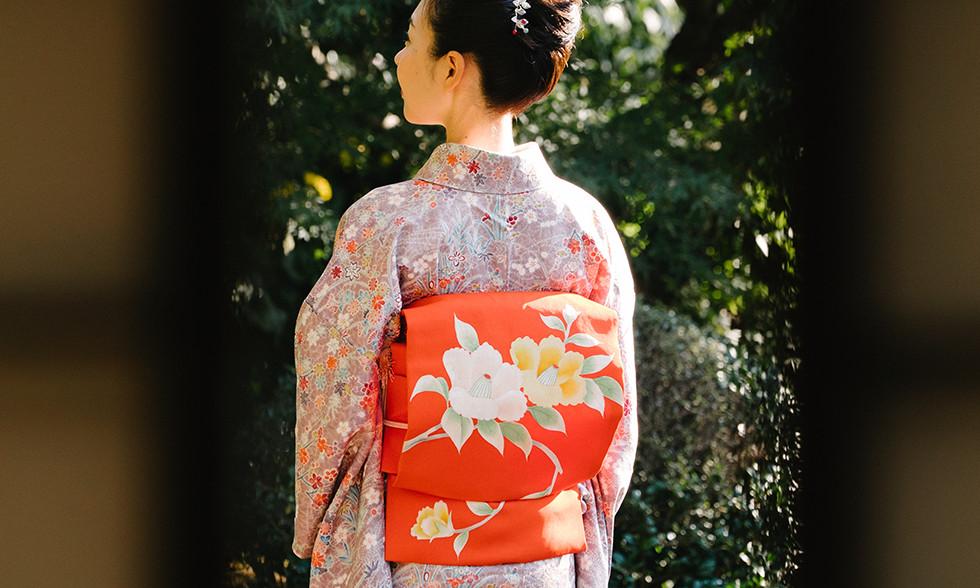 椿は日本女性をイメージする存在
